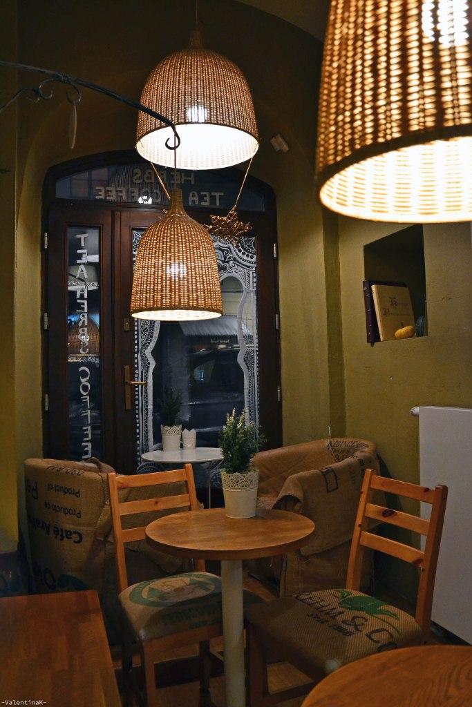 cafè e sale da tè a cracovia: una parte della saletta interna del taheebo