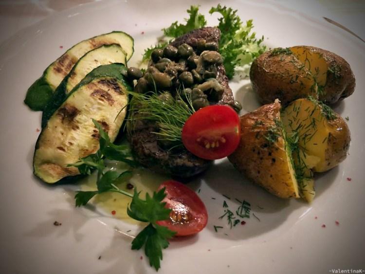 dove mangiare a cracovia: filetto di carne con patate e zucchine di pod aniolami