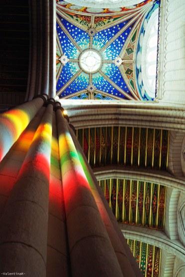 luci e ombre di madrid: giochi di luce dentro la cattedrale