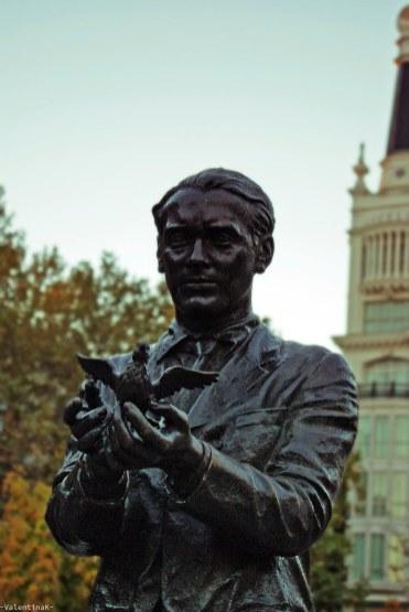 luci e ombre di madrid: la statua di Federico Garcìa Lorca