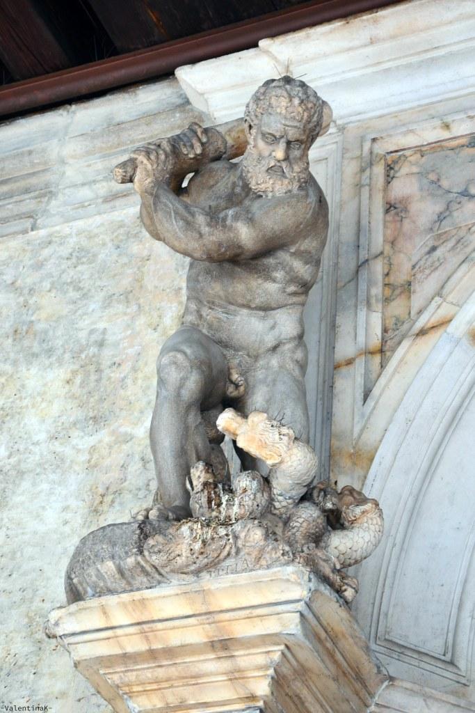 palazzo ducale di venezia con musement: la statua di ercole che uccide l'Idra