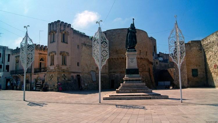 appunti sparsi su otranto: il monumento ai caduti e le tipiche decorazioni salentine
