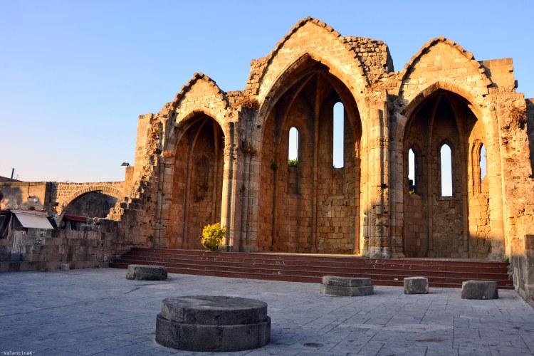 cosa fare a rodi sette esperienze imperdibili: antichi resti di tempio a rodi città