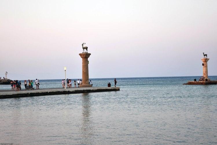 cosa fare a rodi sette esperienze imperdibili: il posto in cui c'era il colosso di rodi al porto