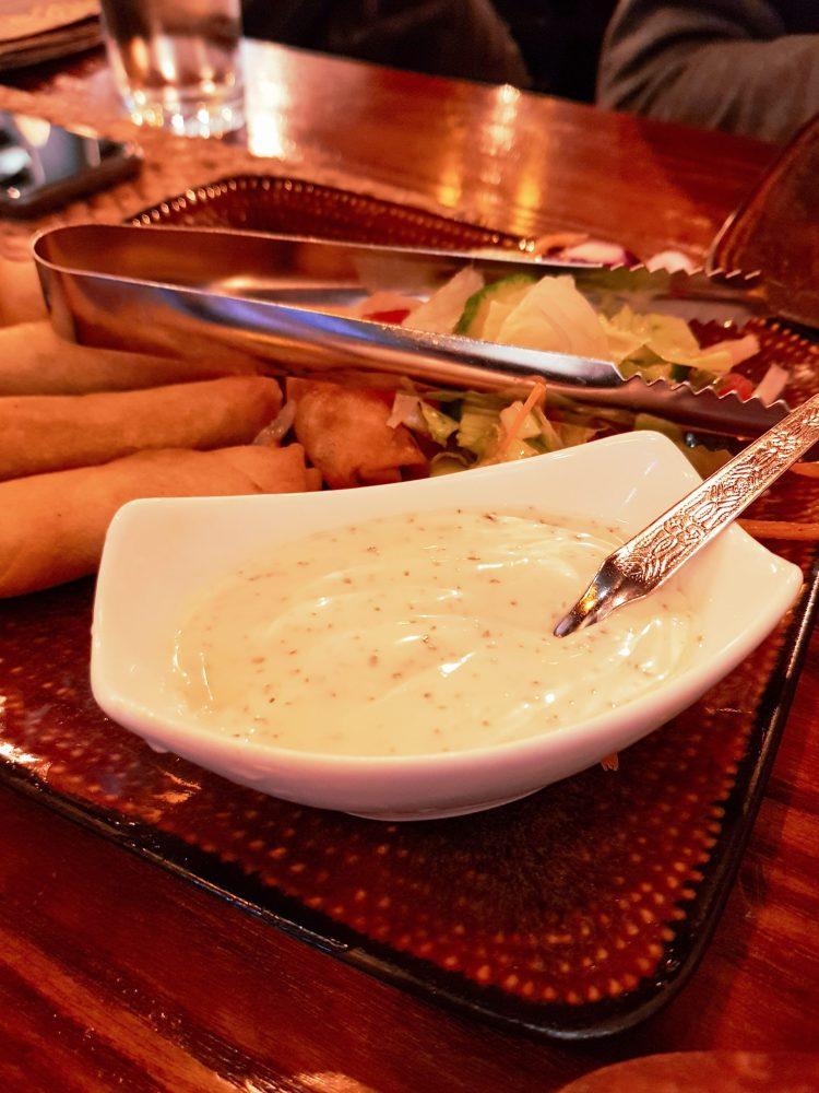 dove mangiare a londra: gli involtini indiani e la salsa chutney di apni rosoi