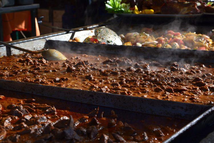 dove mangiare a budapest: street food con spezzatino e patate