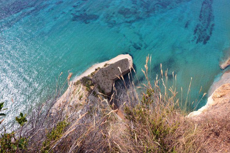 il mare e la costa di drastis visti dall'alto