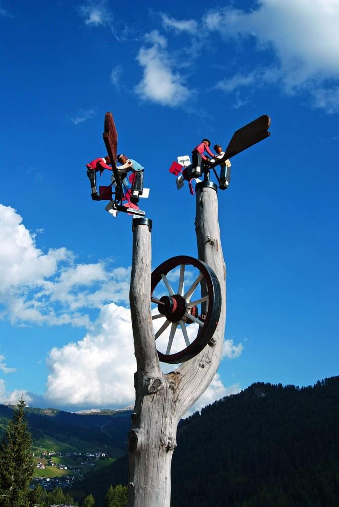 Cosa fare in Val Badia quando piove: decorazioni tradizionali in legno