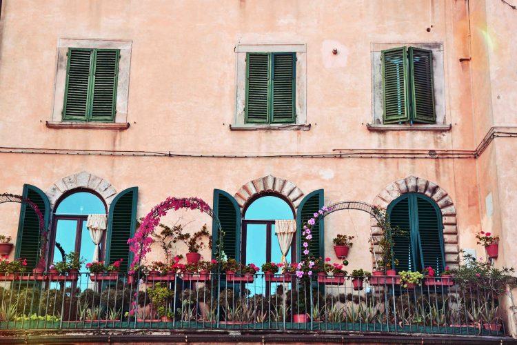 pisa e lucca: tipiche finestre pisane
