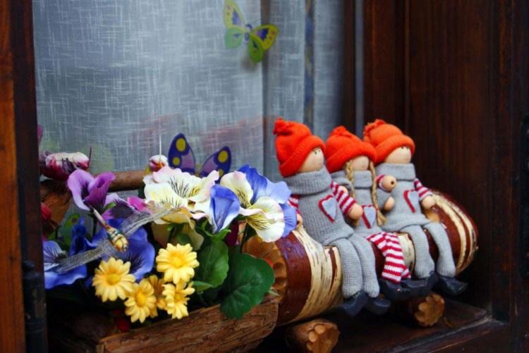 bamboline, farfalle e fiori: le bellissime decorazioni sudtirolesi