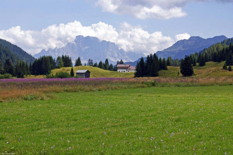 paesaggio sublime e fiabesco di montagna dall'alpe di cherz