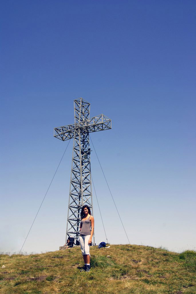 valentina sotto la croce di punta sofia, al corno alle scale