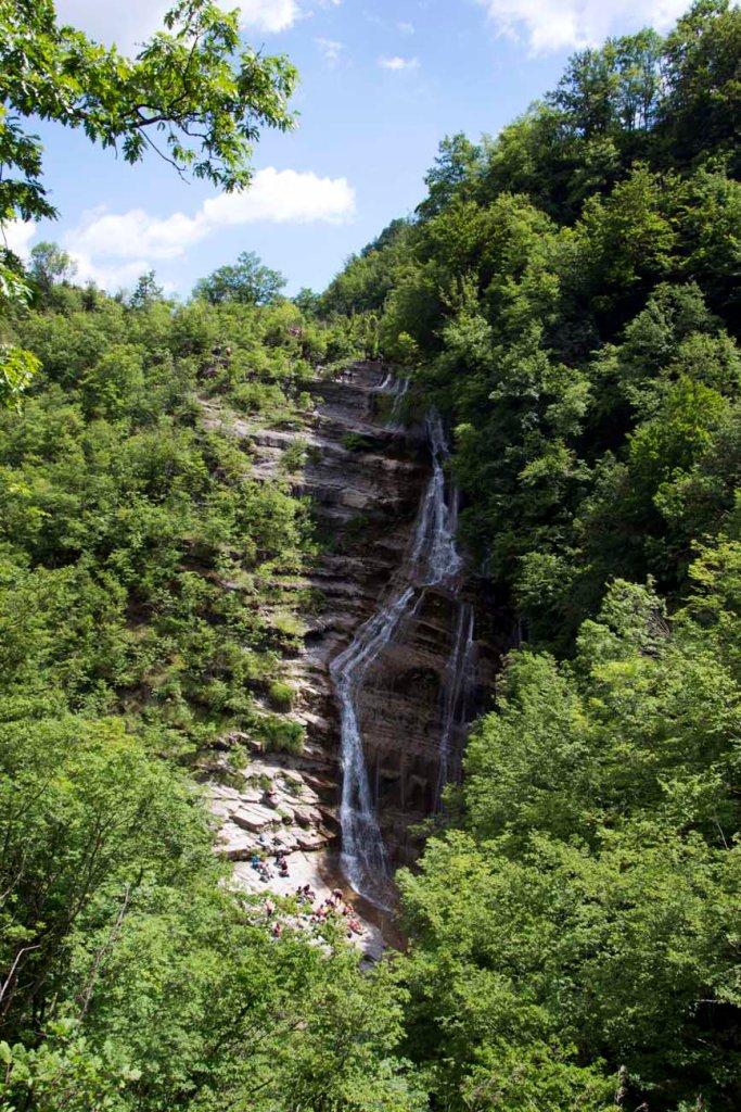 la cascata dell'acquacheta vista dal belvedere