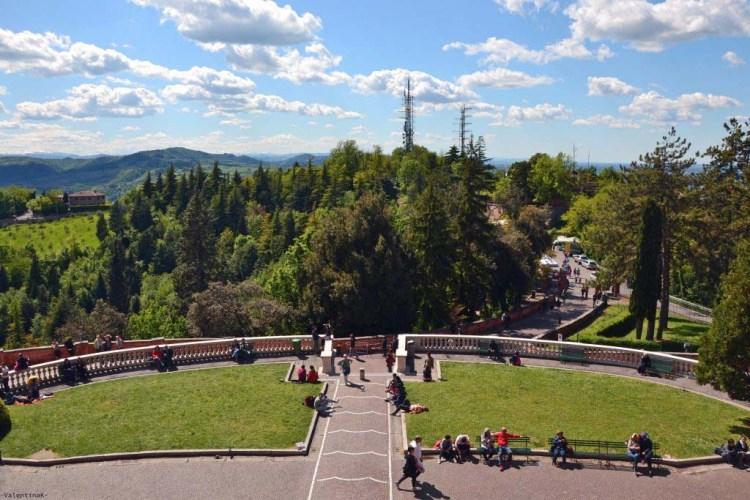 il piazzale antistante il santuario di san luca