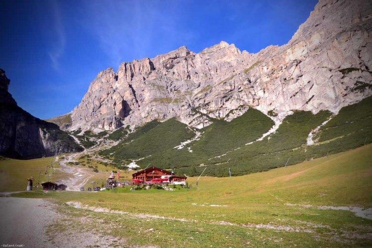 il rifugio edelweiss nella valle stella alpina