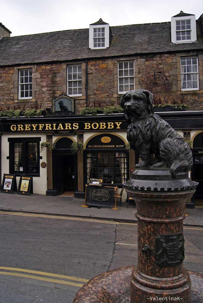 edimburgo città: statua di bobby e pub a lui dedicato