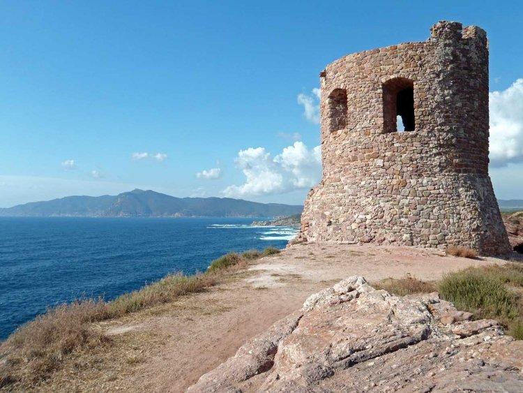 la torre del porticciolo in sardegna