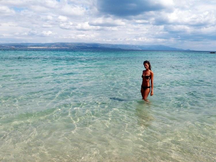 spiagge nella Sardegna del nord ovest: valentina alla spiaggia del lazzaretto
