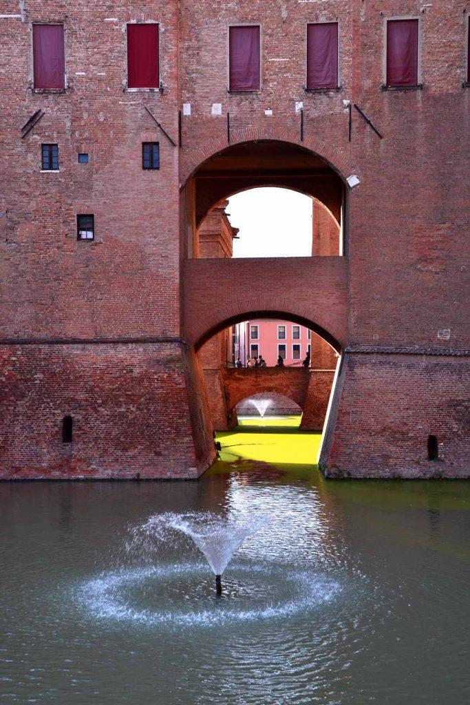 città italiane da visitare in autunno: castello estense di ferrara