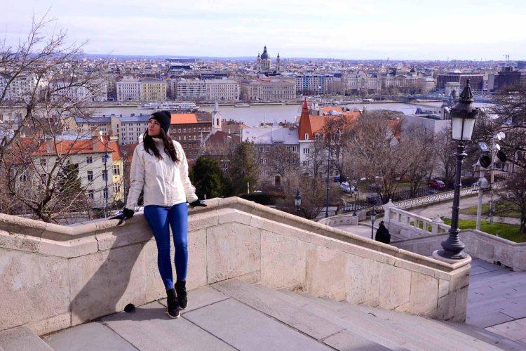 cosa fare a Budapest: Valentina in posa al bastione dei pescatori