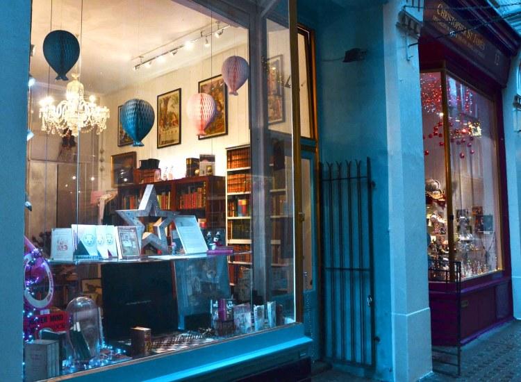 vetrine magiche di artigianato nella strada che ha ispirato diagon alley