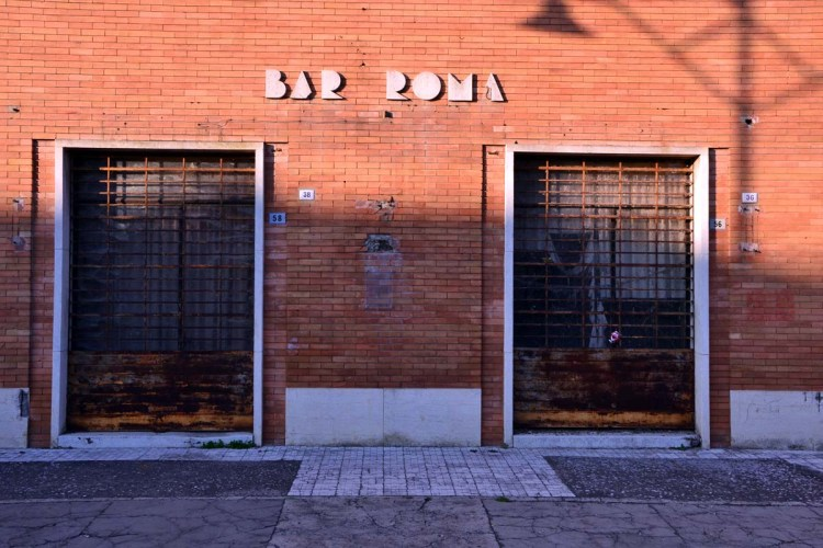 cosa vedere a tresigallo: il vecchio e iconico bar roma