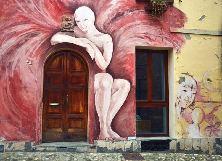 visitare dozza - il murales angelo di dozza, uno delle più belle pitture murali di dozza