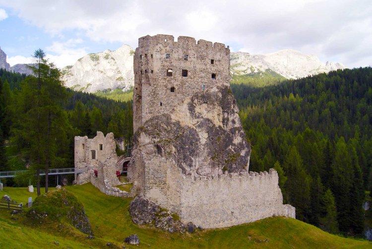 cosa fare in val fiorentina quando piove: visita al castello di andraz