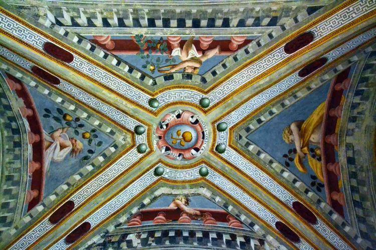 il soffitto della sala degli angeli del castello di torrechiara
