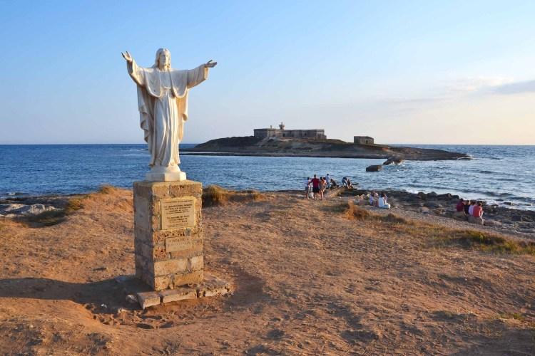 spiagge imperdibili nella sicilia sudorientale: il punto più a sud della sicilia con la statua del cristo redentore