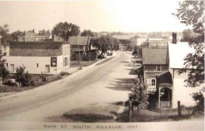 View of Queen Street (from Coll Street), year unknown. Killaloe Millennium Museum Exhibit.
