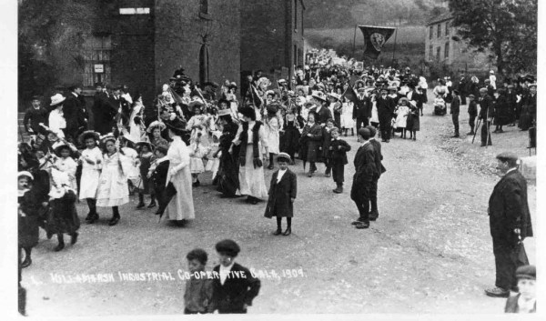 Co-op Gala Parade at junction of High Street, Kirkcroft ...