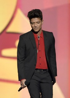 Steal His Style: Bruno Mars http://wp.me/p2NqdH-WD