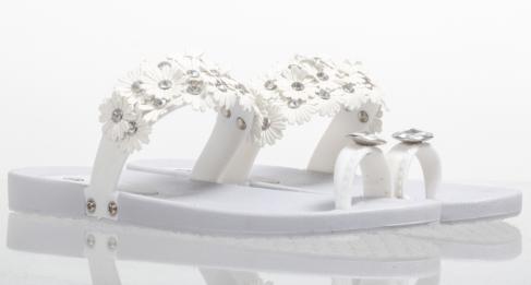 Korky's €14.99 - White flip flop sandals http://bit.ly/1FYzo98