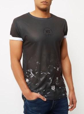 River Island, €25 - Black Panther Hem Print T-shirt http://eu.riverisland.com/men/t-shirts--vests/print-t-shirts/black-panther-hem-print-t-shirt-299327