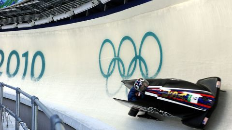 800px-USA_I_in_heat_1_of_2_man_bobsleigh_at_2010_Winter_Olympics_2010-02-20
