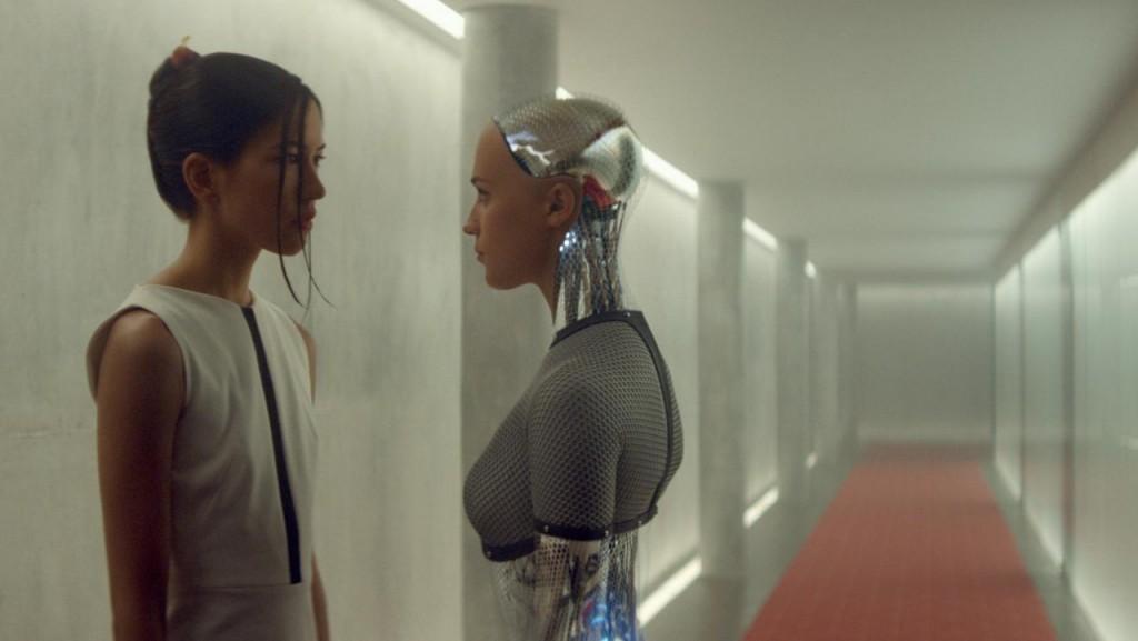 Sonoya Mizuno and Alicia Vikander in Ex Machina
