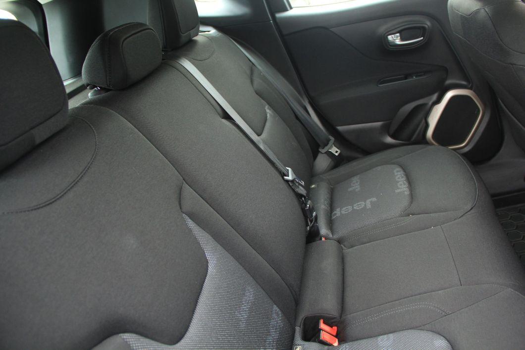 renegade asientos traseros