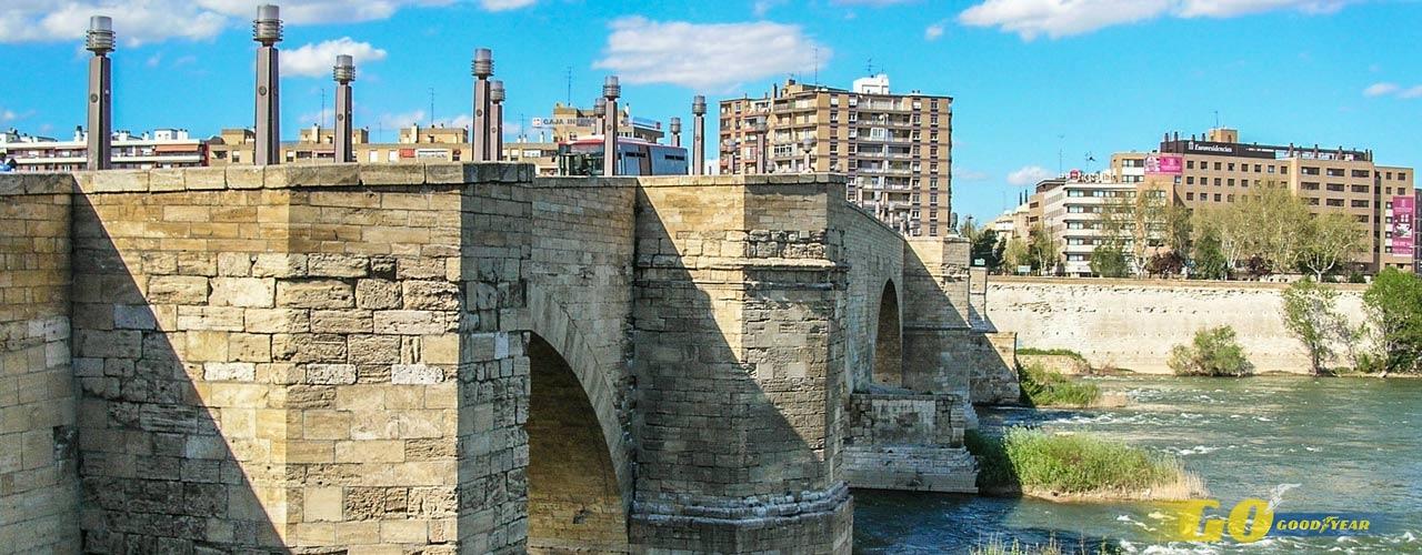 Puente de piedar en Zaragoza