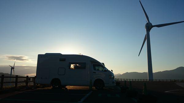 キャンピングカーと風力発電