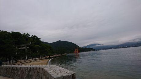 厳島神社への参道