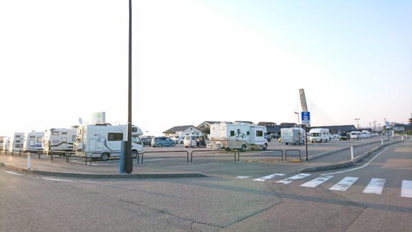 道の駅氷見の駐車場