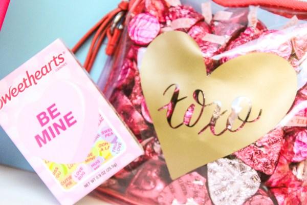 Easy Vinyl Valentine's Pouch | www.kimberdawnco.com