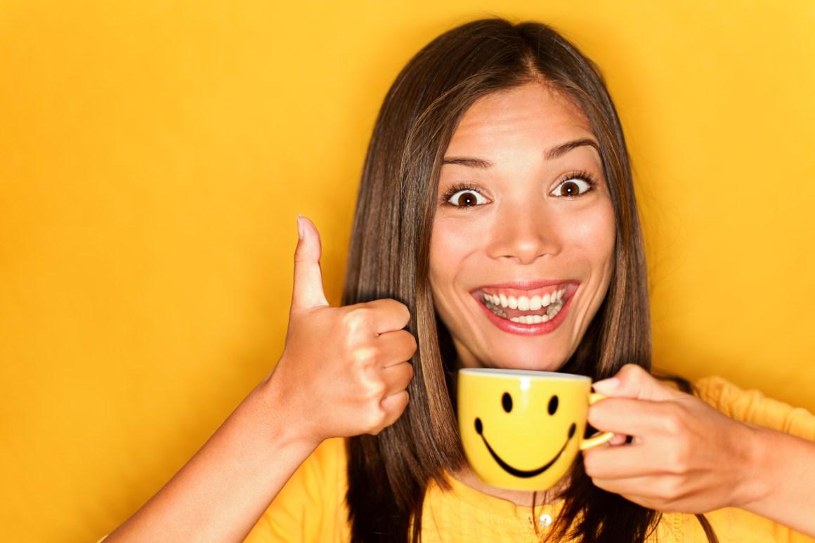 nje vajze duke qeshur