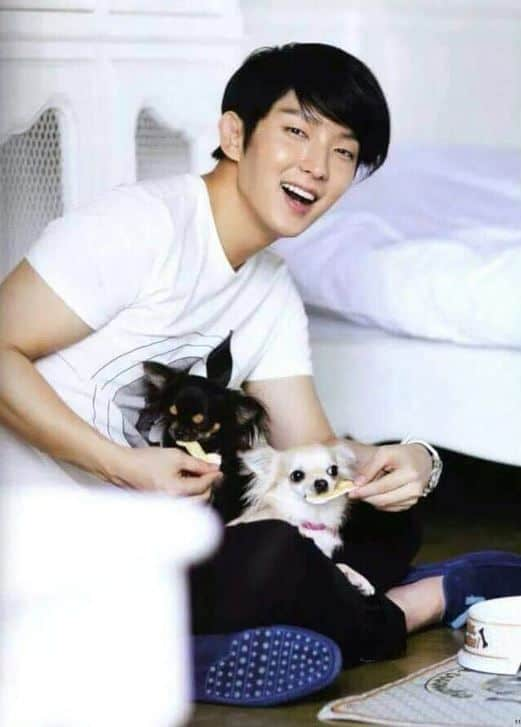 5 Korean Male Celebrities Competing In Cuteness With Adorable Pets