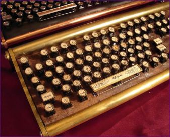 writer antique keybord