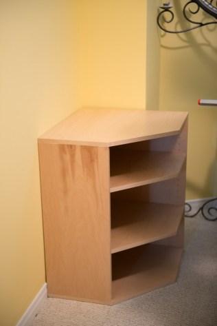 Corner cabinet with shelves