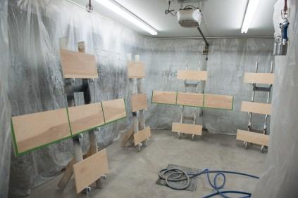 Cabinet varnishing