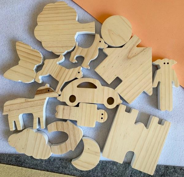 Piezas de madera para cuentos