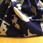猫と一緒にネコ手ぬぐいであずま袋を作る